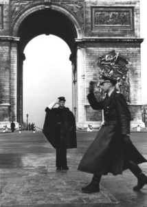 Paris, vor dem Truimphbogen